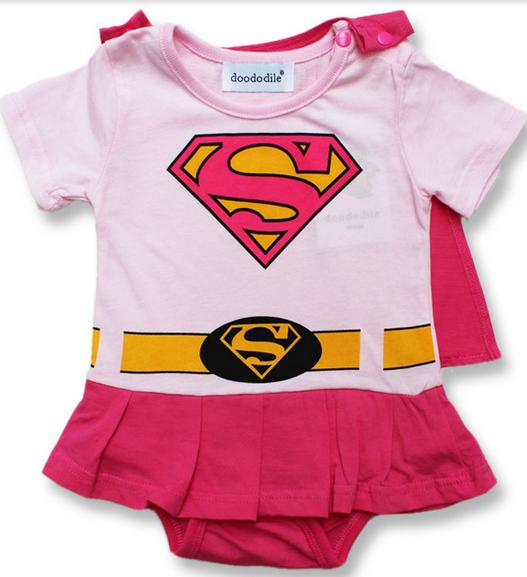 tenue de supergirl le monde de b b. Black Bedroom Furniture Sets. Home Design Ideas